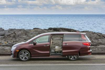 У популярной модели Honda на ходу открываются двери
