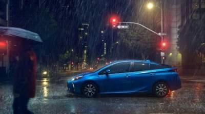 Toyota Prius получил полный привод