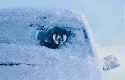 Канадцы придумали оригинальный способ очистки авто от снега