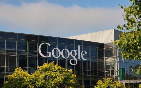 Google переманила очередного сотрудника Tesla