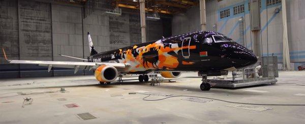 Показан оформленный в стиле игры World of Tanks самолет